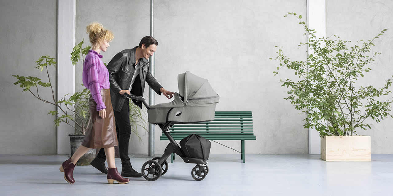 Stokke® Xplory® Silver Chassis with Brown Handle Brushed Grey, , emotional1